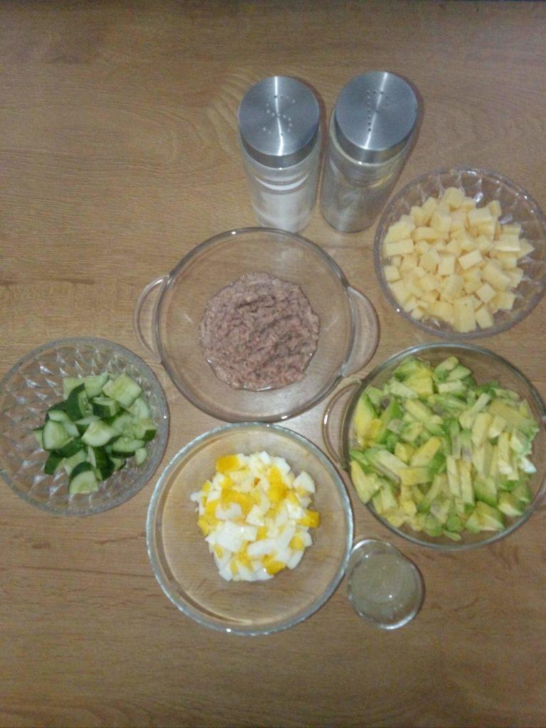 przepis na tuńczyka w awokado